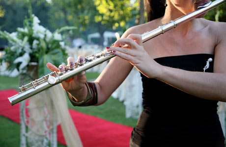 Woman-playing-flute-at-wedding460x300
